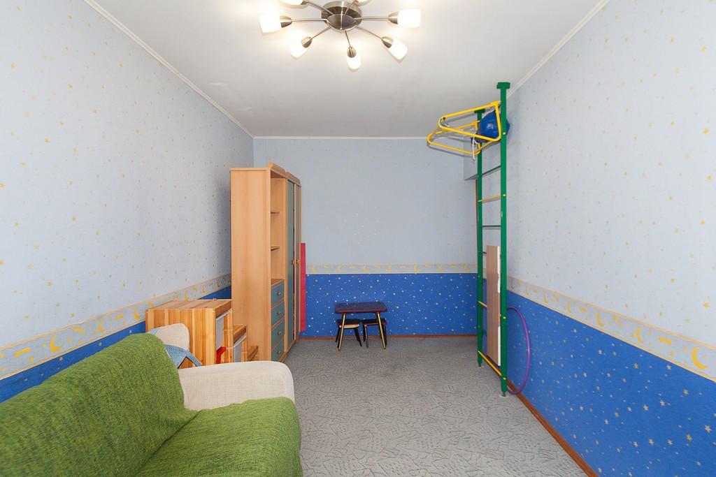 3 комнатная,  ул. 12 Декабря, 62